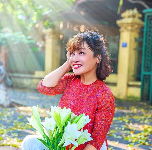 Nhan sắc đời thường vừa trẻ, vừa duyên của bà Bích Hương vị tình thân - Ảnh 4.