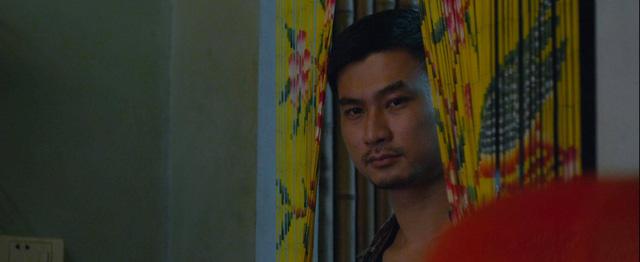 Nam diễn viên chuyên vác dao, dí súng bất ngờ đốn tim khán giả trong Mùa hoa tìm lại - Ảnh 2.