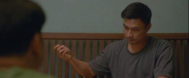 Nam diễn viên chuyên vác dao, dí súng bất ngờ đốn tim khán giả trong Mùa hoa tìm lại - Ảnh 10.