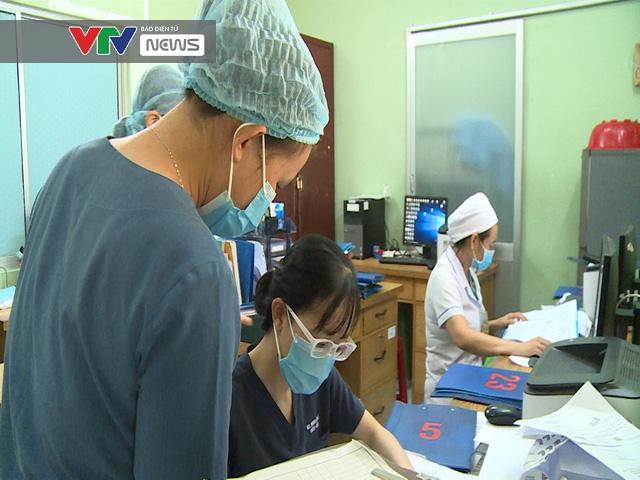 Cảm phục sức mạnh kiên cường của các bác sĩ BV Bệnh Nhiệt đới TP Hồ Chí Minh trước dịch COVID-19 - Ảnh 1.