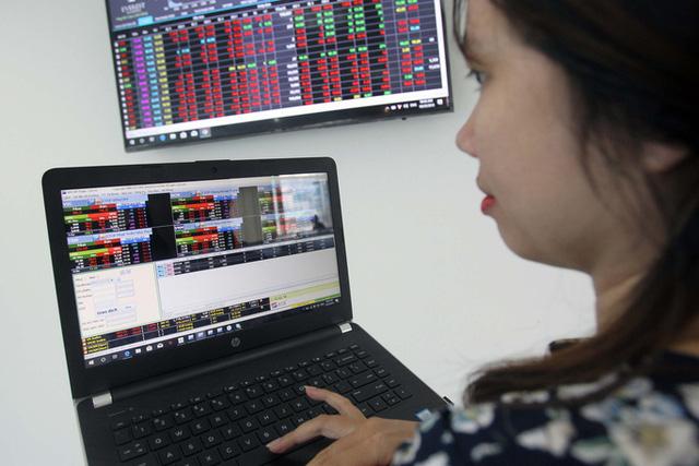 """""""Siêu"""" như nhà đầu tư chứng khoán Việt: Bịt mắt đặt lệnh - Ảnh 2."""