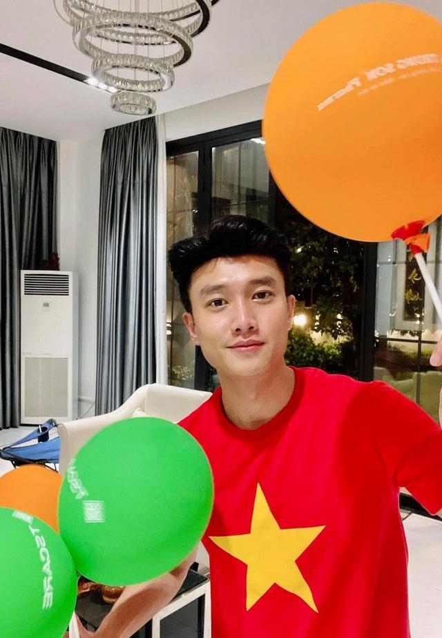 Sao Việt tưng bừng chúc mừng đội tuyển Việt Nam chiến thắng - Ảnh 7.