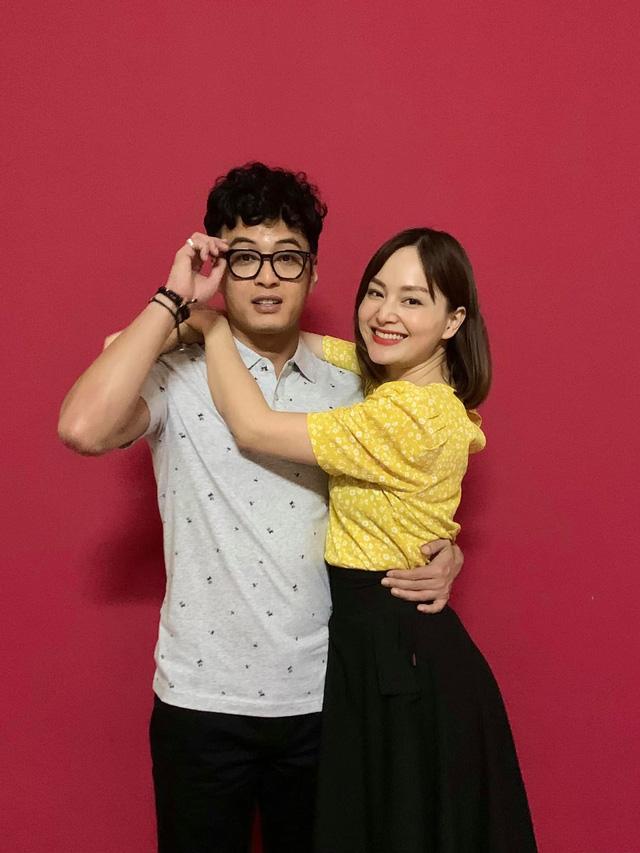 Hồng Đăng ôm Lan Phương trong phim mới, Việt Anh xúi hôn đàng hoàng vào - Ảnh 1.