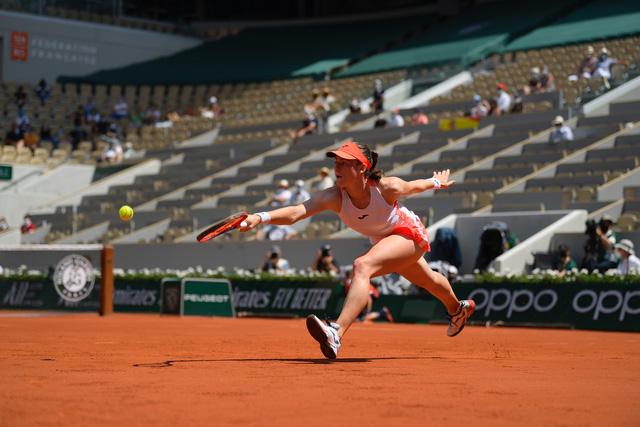 Vượt qua Badosa, Tamara Zidansek trở thành tay vợt nữ Slovenia đầu tiên vào bán kết Pháp mở rộng - Ảnh 2.