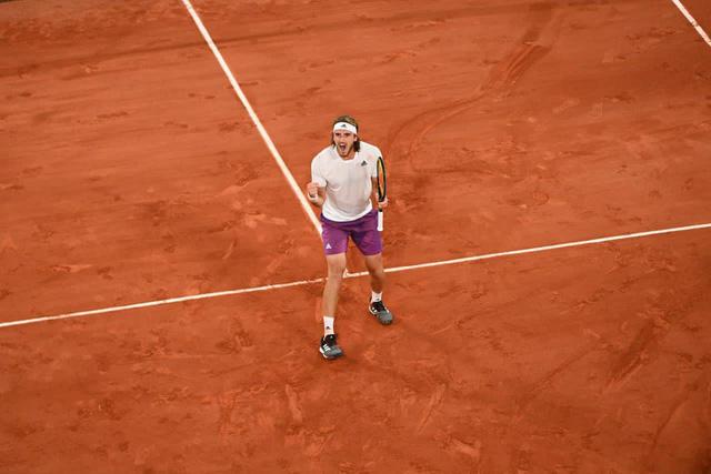 Stefanos Tsitsipas vượt qua Daniil Medvedev để vào bán kết Pháp mở rộng 2021 - Ảnh 4.