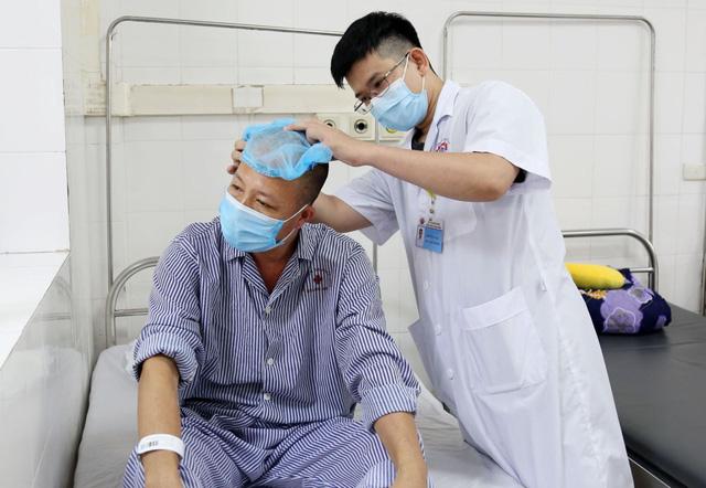 Ngã chấn thương sọ não, vào viện bất ngờ phát hiện khối u não kích thước lớn - Ảnh 2.