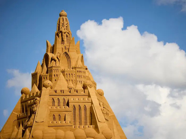 Chiêm ngưỡng lâu đài cát cao nhất thế giới tại Đan Mạch - Ảnh 1.