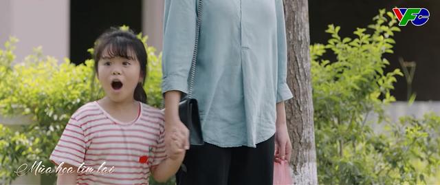 Mùa hoa tìm lại - Tập 22: Bé Ngân gặp nguy hiểm khi băng qua đường khi gặp bố Đồng? - ảnh 6