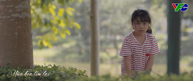Mùa hoa tìm lại - Tập 22: Bé Ngân gặp nguy hiểm khi băng qua đường khi gặp bố Đồng? - ảnh 1