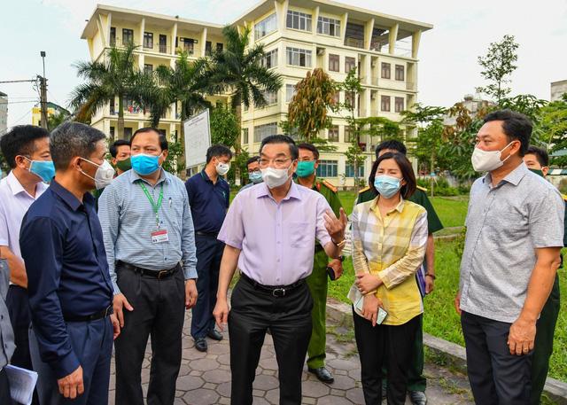 """Hà Nội: Ưu tiên ngăn chặn mầm bệnh xâm nhập, không """"ngăn sông cấm chợ"""" - Ảnh 1."""