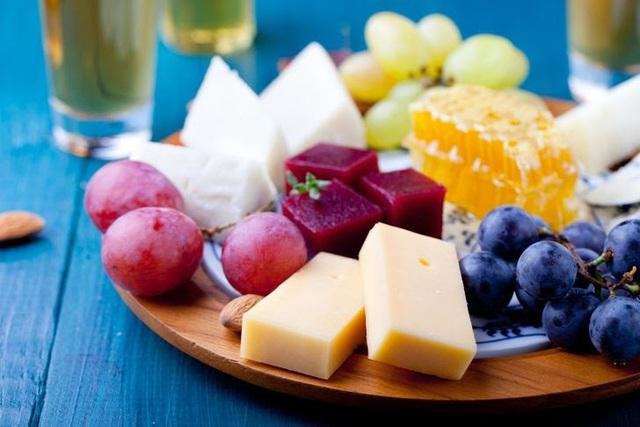 Phát hiện mới: ăn phô mai có thể giúp kéo dài tuổi thọ - Ảnh 1.