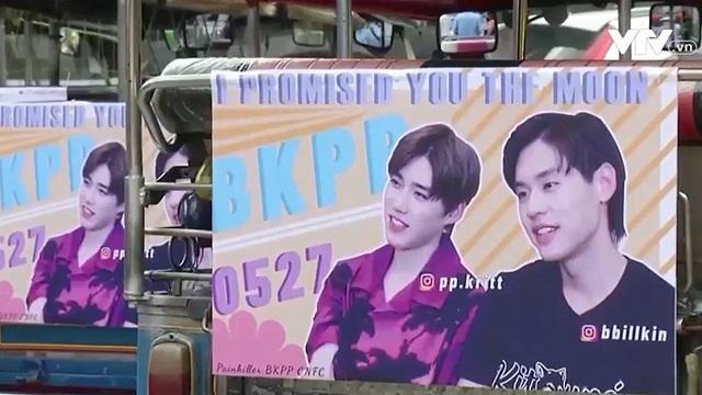 Treo biển quảng cáo các ngôi sao K-pop trên xe để kiếm thêm thu nhập - ảnh 1