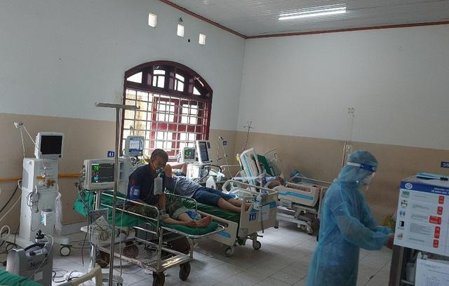 Đồng Nai nỗ lực giảm bệnh nhân nặng, tăng bệnh viện dã chiến - Ảnh 2.