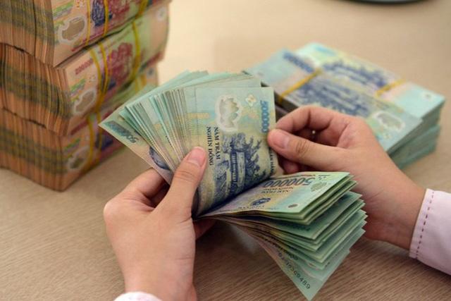 Vì sao người dân ngày càng ít gửi tiền vào ngân hàng? - Ảnh 1.