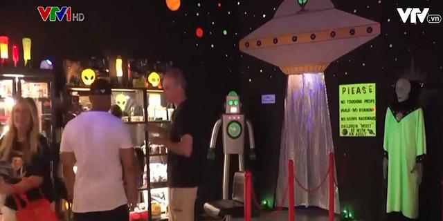 Lễ hội người ngoài hành tinh thu hút hàng nghìn du khách - ảnh 2