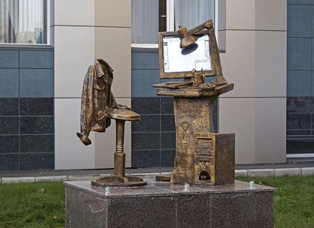 """Những tác phẩm điêu khắc """"kỳ quái"""" nhất thế giới - ảnh 2"""