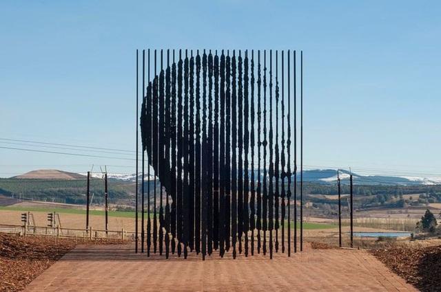 """Những tác phẩm điêu khắc """"kỳ quái"""" nhất thế giới - ảnh 7"""