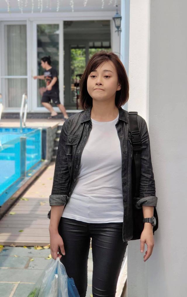 Loạt áo len, trang phục lỗi mốt dìm dáng của Nam (Phương Oanh) trong Hương vị tình thân - Ảnh 5.