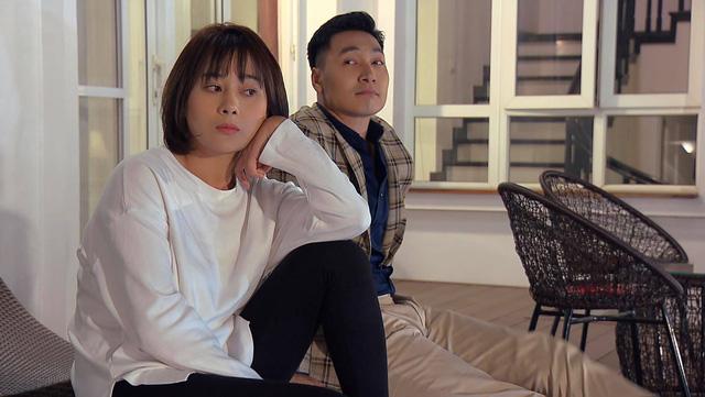 Loạt áo len, trang phục lỗi mốt dìm dáng của Nam (Phương Oanh) trong Hương vị tình thân - Ảnh 24.