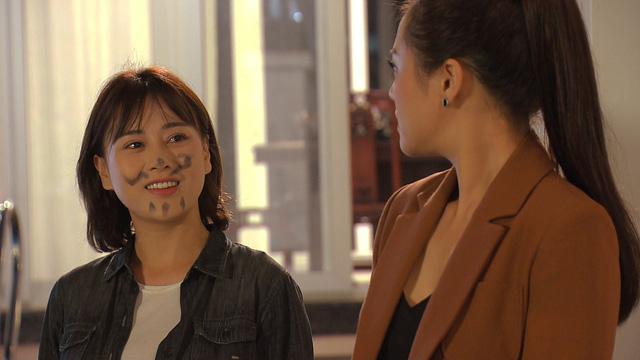 Loạt áo len, trang phục lỗi mốt dìm dáng của Nam (Phương Oanh) trong Hương vị tình thân - Ảnh 25.