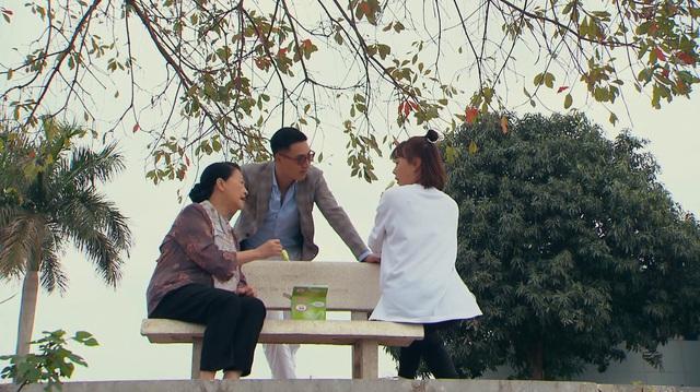 Loạt áo len, trang phục lỗi mốt dìm dáng của Nam (Phương Oanh) trong Hương vị tình thân - Ảnh 21.
