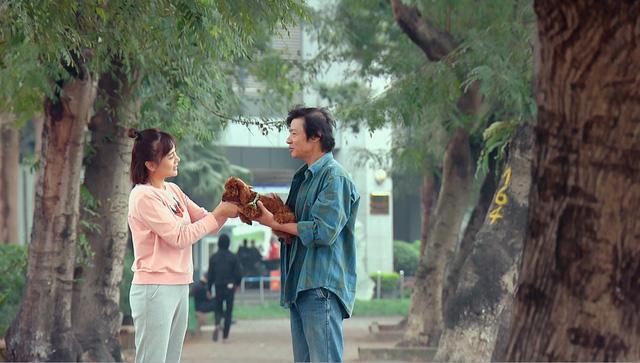 Loạt áo len, trang phục lỗi mốt dìm dáng của Nam (Phương Oanh) trong Hương vị tình thân - Ảnh 23.