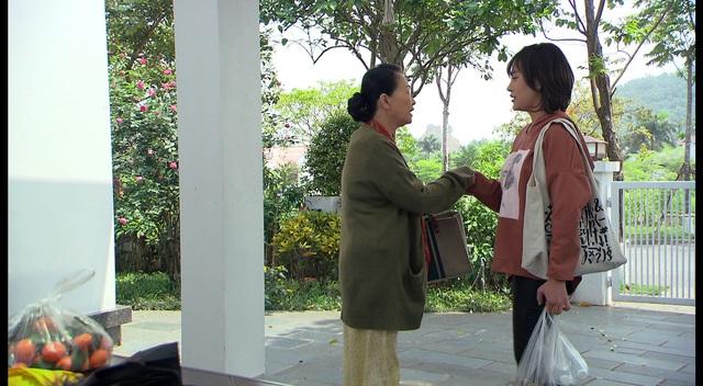 Loạt áo len, trang phục lỗi mốt dìm dáng của Nam (Phương Oanh) trong Hương vị tình thân - Ảnh 17.