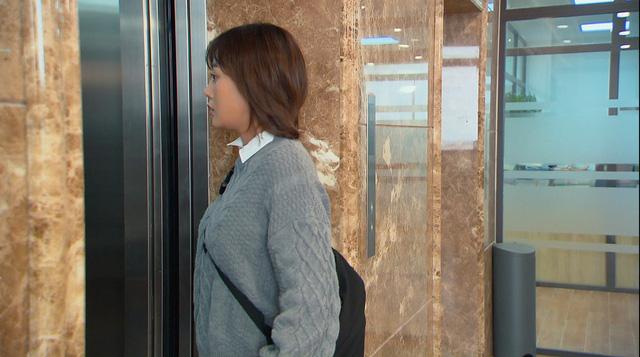 Loạt áo len, trang phục lỗi mốt dìm dáng của Nam (Phương Oanh) trong Hương vị tình thân - Ảnh 2.