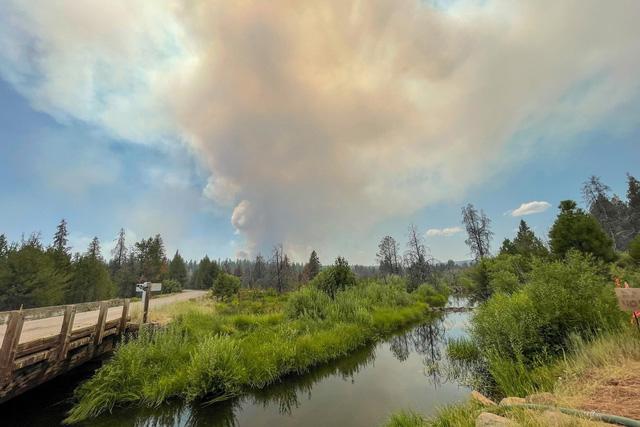Sét đánh gây ra trận cháy rừng nghiêm trọng Bootleg ở bang Oregon - Ảnh 1.