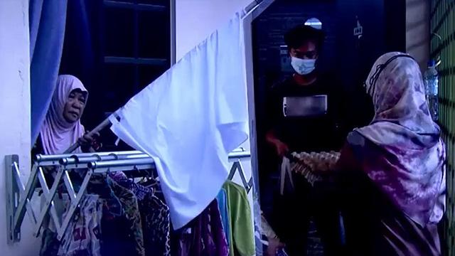 Chiến dịch cờ trắng giúp người khó khăn ở Malaysia - Ảnh 1.