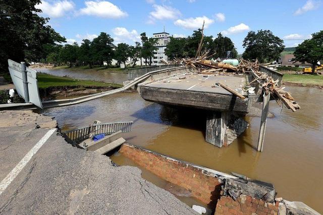 Người Đức vật lộn với thực tại sau thảm họa lũ lụt - Ảnh 2.