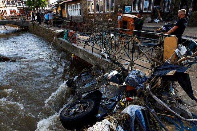 Người Đức vật lộn với thực tại sau thảm họa lũ lụt - Ảnh 3.