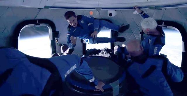 Chuyến bay vào không gian của tỷ phú Jeff Bezos mở đường cho du lịch vũ trụ - ảnh 2