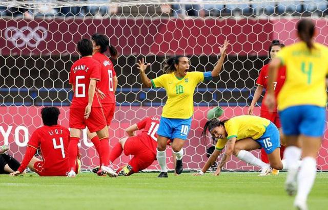 Bóng đá nữ Olympic: ĐT Mỹ bất ngờ thua trận, ĐT Brazil thắng cách biệt ĐT Trung Quốc - Ảnh 2.