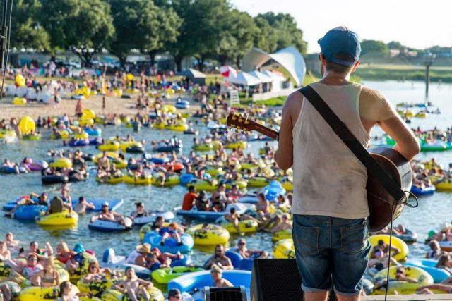 Trải nghiệm thả trôi xem concert trên sông ở Texas (Mỹ) - Ảnh 2.