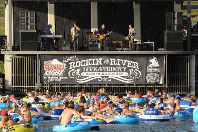 Trải nghiệm thả trôi xem concert trên sông ở Texas (Mỹ) - Ảnh 4.