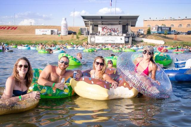Trải nghiệm thả trôi xem concert trên sông ở Texas (Mỹ) - Ảnh 5.