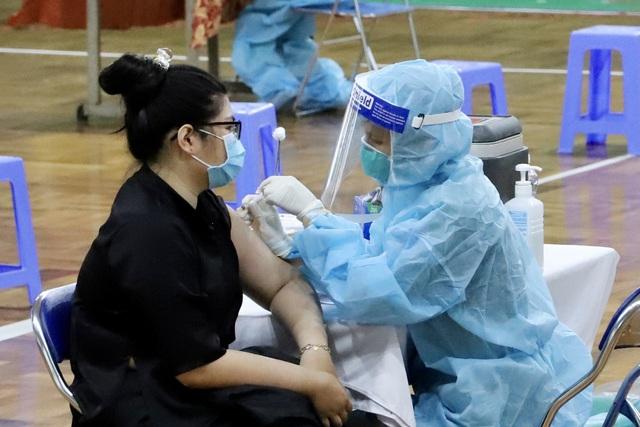 Cải tiến quy trình, tốc độ tiêm vaccine tại TP Hồ Chí Minh tăng đáng kể - Ảnh 1.