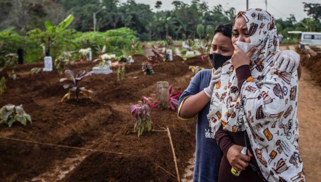 Từng là quốc gia kiểm soát tốt dịch bệnh, Indonesia nay trở thành tâm dịch mới của châu Á - Ảnh 3.