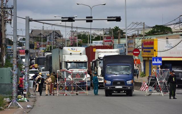 Phương tiện vận chuyển hàng hóa trong 19 tỉnh, thành phố giãn cách không cần xin giấy nhận diện - ảnh 1