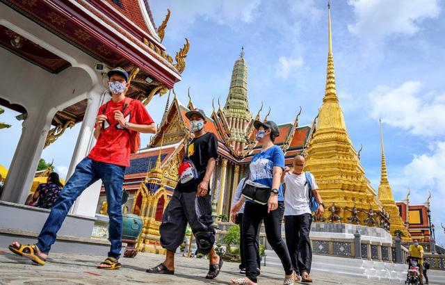 Số ca nhiễm COVID-19 tăng cao, Thái Lan hạn chế du lịch nội địa - ảnh 2