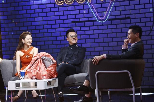 Ca sĩ Tuấn Hưng và BTV Quốc Khánh bất phân thắng bại trong game… thay bỉm - Ảnh 2.