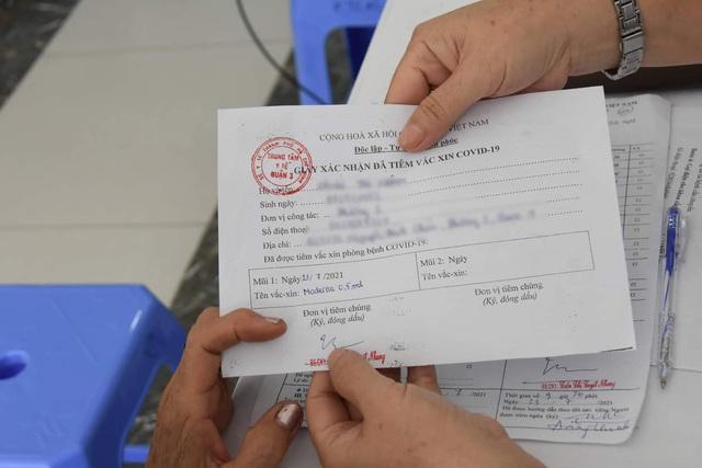 TP. Hồ Chí Minh tiêm vaccine phòng COVID-19 cho người trên 65 tuổi - Ảnh 11.