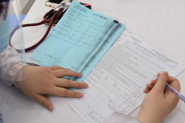 TP. Hồ Chí Minh tiêm vaccine phòng COVID-19 cho người trên 65 tuổi - Ảnh 6.
