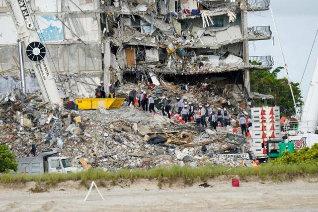 Mỹ dừng chiến dịch tìm kiếm nạn nhân trong vụ sập tòa nhà chung cư ở bang Florida - Ảnh 1.