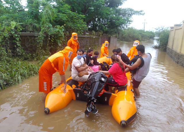 Lũ lụt, lở đất nghiêm trọng ở Ấn Độ khiến 129 người thiệt mạng - Ảnh 10.