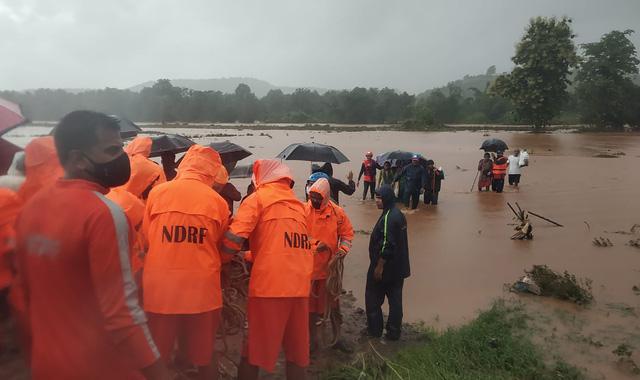 Lũ lụt, lở đất nghiêm trọng ở Ấn Độ khiến 129 người thiệt mạng - Ảnh 9.