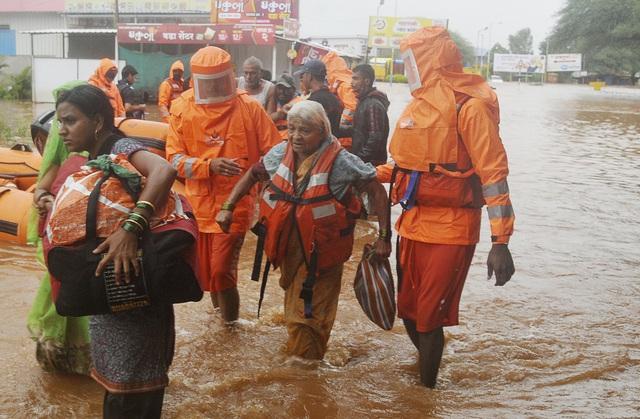 Lũ lụt, lở đất nghiêm trọng ở Ấn Độ khiến 129 người thiệt mạng - Ảnh 5.