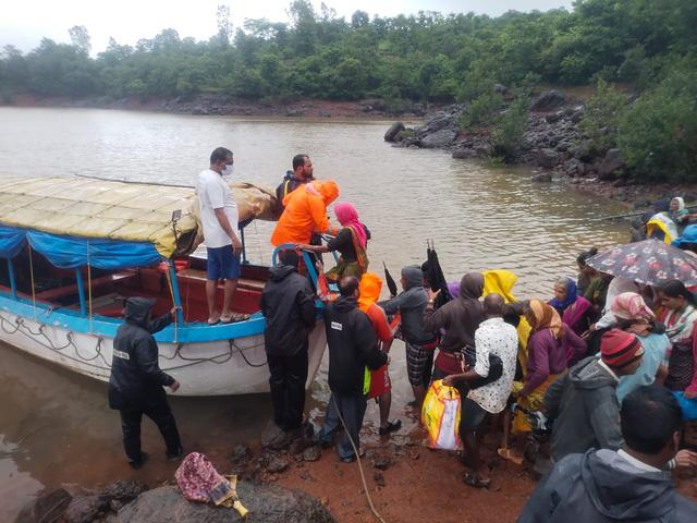 Lũ lụt, lở đất nghiêm trọng ở Ấn Độ khiến 129 người thiệt mạng - Ảnh 2.
