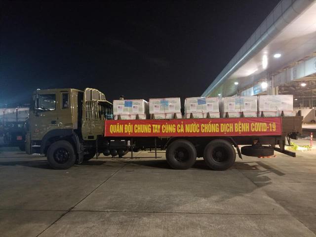 1,5 triệu liều vaccine COVID-19 do Hoa Kỳ hỗ trợ đã về đến TP Hồ Chí Minh - Ảnh 3.